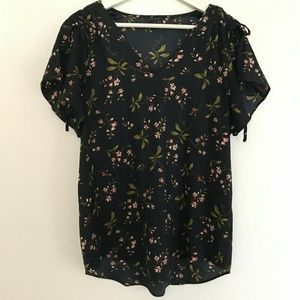 Ann Taylor Size Medium Short Sleeve Blouse